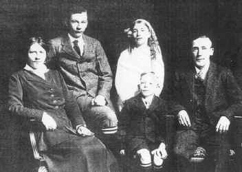 WH8 George and Fam 1918a.jpg (198504 bytes)